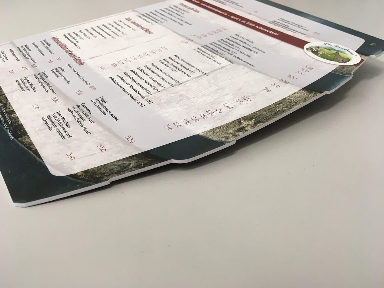 Seitenansicht einer Speisekarte 4/4-farbig Euroskala auf 3 mm PVC Hartschaum gedruckt
