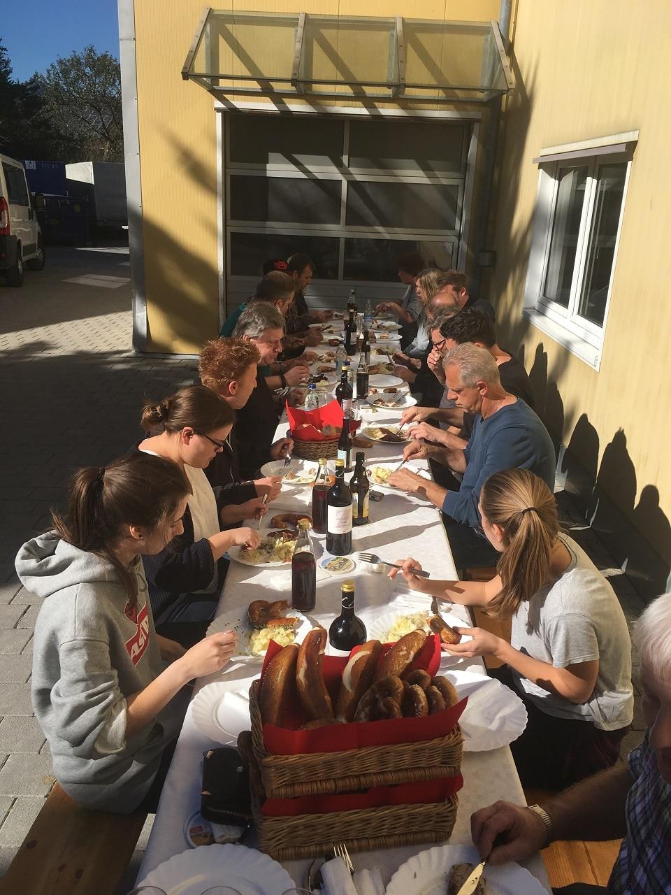 Spanferkel Essen bei der Firma Rapp-Druck am Kirtamontag 2017